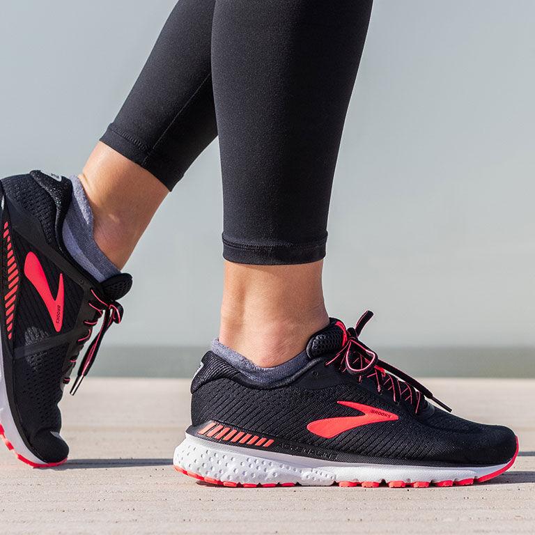 Sportartikel und Schuhe