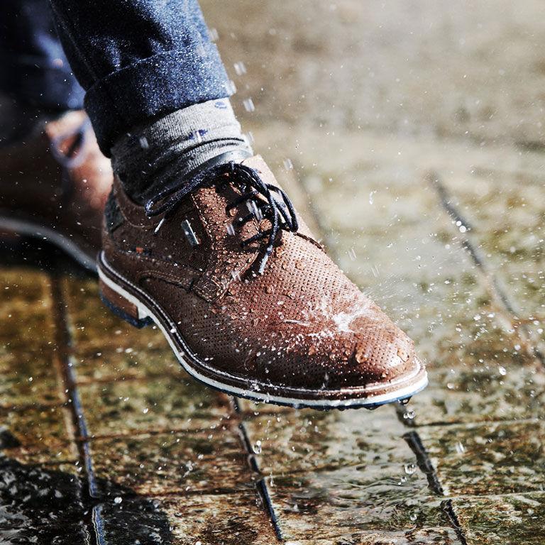 Fretz Schuhe im Regen